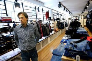 Roger Salomon tror att butiksägare i Östersund kommer att tvingas vänja sig vid stora och välplanerade inbrottsstölder framöver. Foto: Henrik Flygare