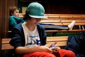 Johan Pettersson och kompisen Zebastian Moraglio är där för att kolla på Zebastians syster Emelie Moraglio som spelar i WSK.