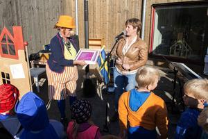 Ulrika Sundin är clown och förskolechef på en och samma gång. I går inledde hon förskolan Kubens officiella invigning tillsammans med barn- och utbildningsnämndens ordförande Annelie Luthman (FP).