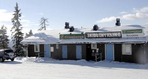 Skidshop eller? Pågår det skiduthyrning i den här lokalen, då sker det mot gällande regler. Det menar Älvdalens kommun som hotar med kronofogden om verksamheten fortsätter.
