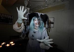 Spöket som varit inlåst i Stadshusets fängelsecell tar med dig på en liten resa bakåt i tiden.