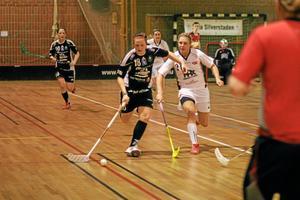 Frida Lans avancerar framåt vid fredagens hemmamatch mot Jönköpings IK. Foto: Niclas Bergwall