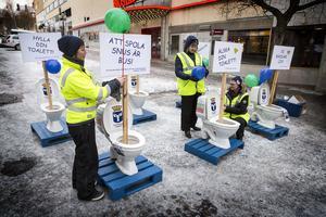 VA ingenjören Jenny Florberger informerade, tillsammans med sina kollegor på Östersund vatten, om vad som hör hemma i toaletten.