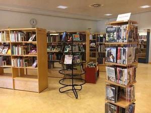 Så här lugnt är det inte alltid på Bäckby bibliotek.