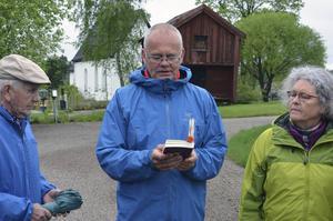 Erik B Tanzborn läste ett stycke innan man gav sig iväg.