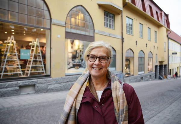 Alla åtta kommuner i Jämtlands län har blivit utvalda att delta i det regionala bokprojektet Bokstart, där länets bibliotekarier gör hembesök till nyblivna barnfamiljer.   – Nu hoppas vi på att nå ännu fler barn och föräldrar, säger Catarina Lundström, regional samordnare för projektet.