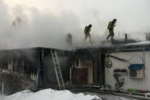Ett garage började brinna på Nämndemansvägen i Njurunda vid lunchtid på torsdagen.