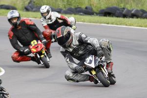Dem femte höjdaren: Minimoto-tävlingen på Amsbergs motorstadion.