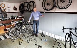 Hela familjen Corelli har fått sina cyklar stulna.