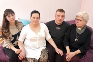 Vännen Elena Almao, Eugeniy och Alina Shirbana och diakon Elisabeth Eriksson.