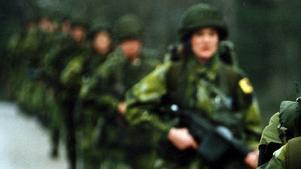 Flera kvinnliga rekryter vittnar om en olämplig och barnslig jargong bland rekryter på den grundläggande militärutbildningen vid Amf1. Kvinnan på bilden har inget med artikeln att göra.
