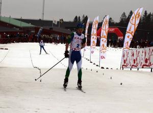Jesper Persson och sprintlaget satte nivån för skicross och distanslagen då de vann med god marginal.