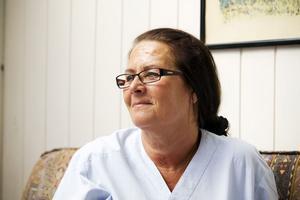 – Vi är gäster i patienternas hem. Det blir ett helt annat möte, säger Sirpa Stefanius Kangas som trivs i hemsjukvården.