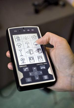 En fjärrkontroll som både tänder lampan och skickar SMS.