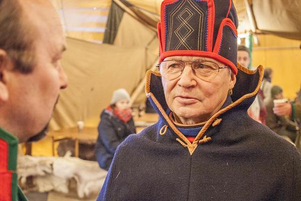 Torbjörn Rensberg från Ruvhten Sijte passade på att ställa frågor till Lars-Jonas Johansson,  ordförande för Landspartiet svenska samer.