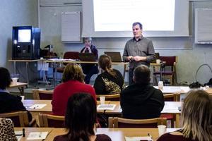 Lennart Wikström presenterade nyheter inför de kunderna som samlats till konferens i Gröna rummet på Statt.