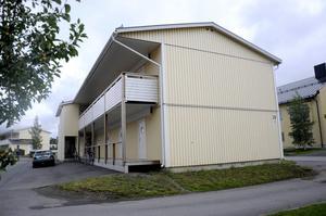 Terminsstarten på Mittuniversitetet är nära, men många studenter saknar fortfarande boende. Situationen är ännu inte lika allvarlig som i Sundsvall, där kommunala bostadsbolaget Mitthem har gått ut med att de inte uppfyller bostadsgarantin, men långt ifrån optimal.