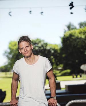 Pingstpastorn Josef Barkenbom, uppvuxen i Bollnäs, är en av deltagarna i SVT:s nya dejtingprogram Tro, hopp & kärlek.