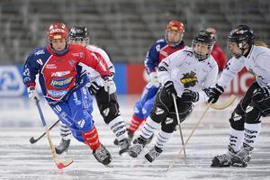Sophia Adolfsson, här i Karebytröjan, är en av 29 spelare som blivit uttagen i talanglandslaget. Kommande säsong spelar hon i Västerås SK.