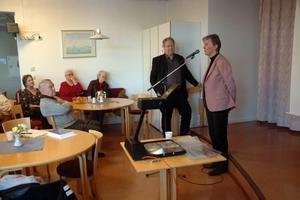 STORT INTRESSE. 85 åhörare, huvudsakligen pensionärer, lyssnade till Barbro Westerholms (FP) föredrag om äldrevård.
