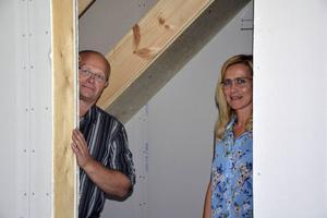 Roger Fjeldseth och Marina Viström hoppas att Framtidens hus ska vara klart i slutet på 2016.