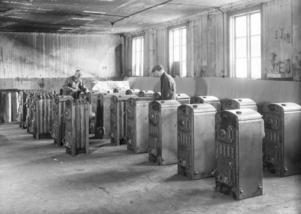 Kaminer blev en storsäljare för Skoglund & Olson, som på 1930-talet hade närmare 300 anställda i fabriken på Tredje Tvärgatan 3. Vid det laget hade grundarna varit borta från verksamheten i många år.