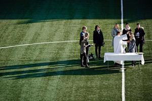 Mitt på fotbollsplanen på Behrn Arena döptes Axel Carlström på lördagen.