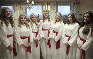 Ludvikas lucia med tärnor består i år av Oliwia Lundgren, Isabella Norgren, Linnea Jonsson, Emma Wähl, Alma Nilsson, Natalie Singh och Julia Helsing.