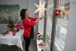 En jul för alla. Carla Dahlberg, föreningen Hjälptill.nu i Falun, hoppas på bidrag för stöd inför julen.