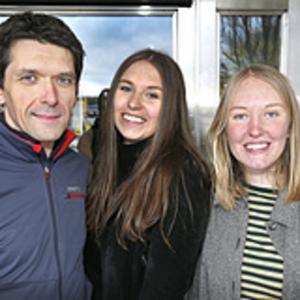 Jörg Hellkvist, Alva Westling och Tyra Blum grundade Fridays for future i Norrtälje kommun. Varje fredag klimatstrejkar de utanför kommunhuset.