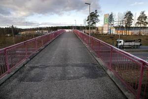 Vid två tillfällen under veckan har bilister utsatts för stenkastning från gång- och cykelbron över E4 vid E-center i Söderhamn.