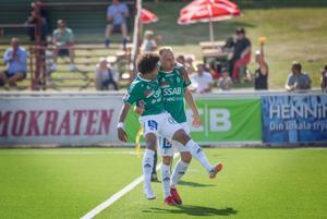 Gladast över 1–0, Simon Stenberg eller Oscar Lundin själv? Oklart.