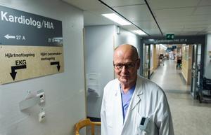 Kardiologkliniken har minskat sina stafetkostnader med 10,2 miljoner kronor (mkr) på ett år. Andra kliniker som backat är psykiatri (–3,3 mkr), habilitering (–0,1 mkr), kirurgi (–2,6 mkr), kvinnosjukvård (–0,2 mkr) och röntgen (–3,0 mkr).