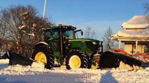 Den ena traktorn som stals har frontplog.