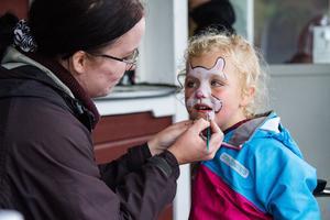 Agnes, som besökte firandet tillsammans med sin pappa och syster, fick sig en ansiktsmålning.
