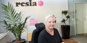Säljledaren Lotta Göransson på Resia i Örebro har tagit emot flera samtal från oroliga kunder som undrar vad som händer med deras inplanerade resor nu när flygbolaget Thomas Cook har gått i konkurs.