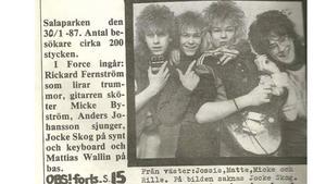 """Michael """"Micke"""" Byström, tredje från vänster uppträdde med sitt band Force i Salaparken den 30 januari 1987. Richard Fernström står längs till höger."""