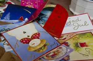 Svenskar får i snitt nio julkort men skickar mellan tio och 19 julkort.