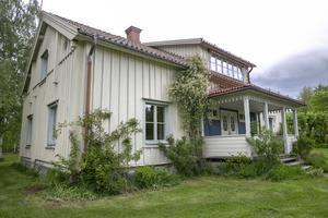 Många av Leksands kända kyrkomusiker har bott i huset som nu är till salu.