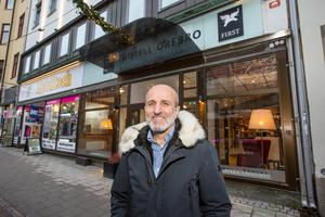 Abbe Kurt köper First hotel Örebro och samtidigt säljer han Livin station.
