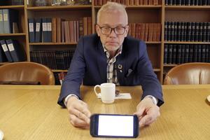I Lars Kallsäbys mobil finns siffror över bostadsbyggandet.