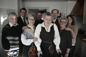 Jenny Börne läser Tidningen Härjedalen varje vecka. Det gäller att hänga med, fast man är 100.