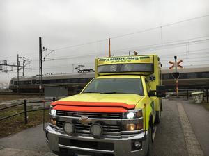 Två ambulanser larmades ut till järnvägsstationen.