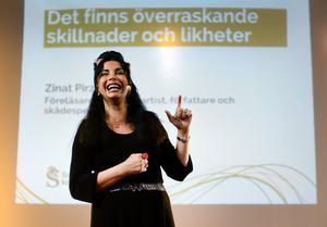Zinat Pirzadeh, iran-svensk komiker och människorättskämpe kommer till Sundsvall den 20 september för att delta i after worken.