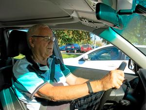 Sven-Gunnar Wallin är nöjd med den nya mobillagen. De som använder mobilen när de kör bil är som rattfyllerister, menar han.