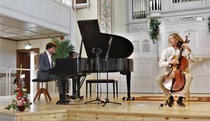 Jazzduon Mathias Algotsson och Svante Henryson spelade under invigningen av Salas nya konsertlokal.