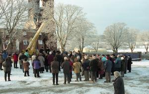 Dagarna efter branden var det många som besökte kyrkan.