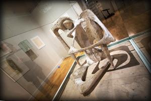 Arne Jones arbetade lika mycket med mellanrummen som den fysiska skulpturkroppen.