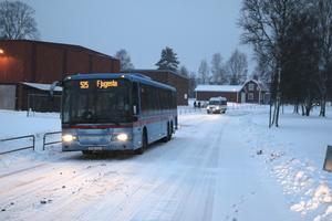 Länsbussen har kvar hållplatsen på Tegelgatan även om inga skolbusselever åker med.