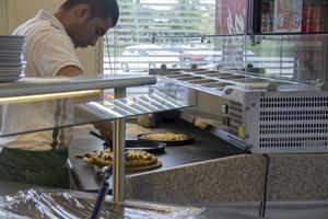 Nu serveras pizzor i en buffé för att försöka få mer kunder till Resecentrum.